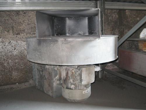 Ventilatore con tubazione per raffreddamento bobina